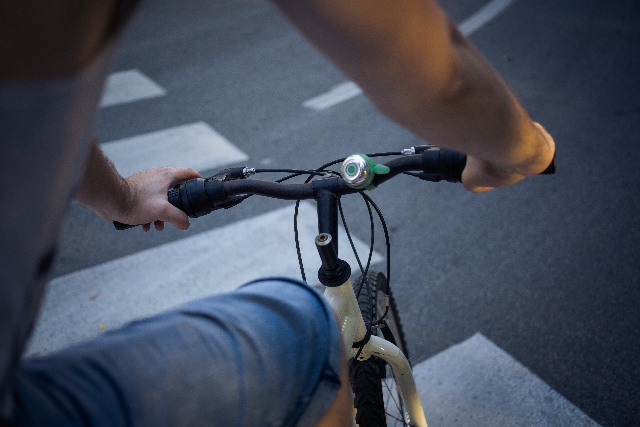 ロードバイクのハンドル振動を抑えたい!原因と対策法は?!