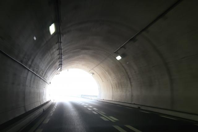 トンネル内で、自転車走行する時の注意点!重要なライト選び