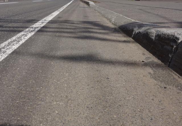 路肩と路側帯2つの違いは?自転車はどこを走行すればいい?