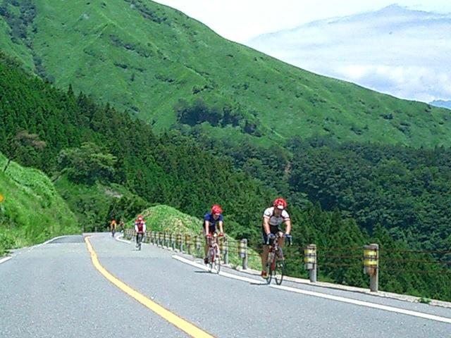 クロスバイクで坂道を楽に上るには、乗り方とテクニック!