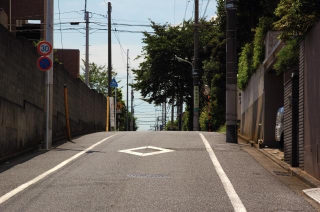 クロスバイクで坂道を上るとき、ギアのシフトチェンジ方法