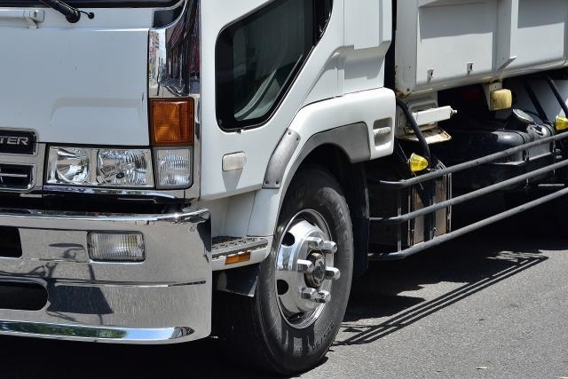 幅寄せやトラックの視界に要注意!ロードバイク走行の注意点