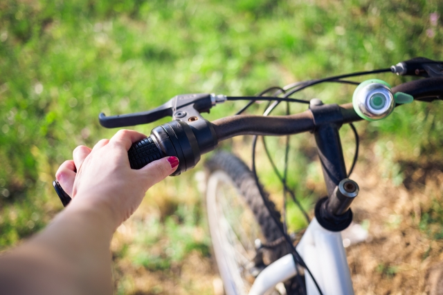 自転車にとって大切なブレーキ!左ブレーキは効きにくい?!