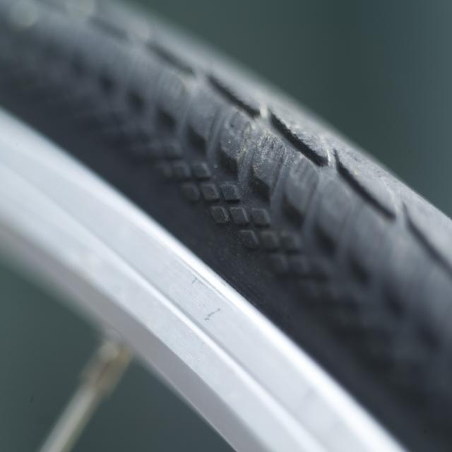自転車タイヤのビード落とし!工具を使わないタイヤの着脱