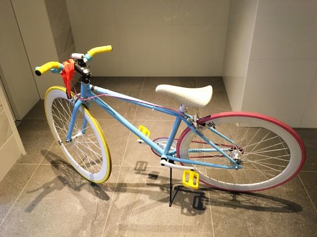 ロードバイクのフレームを再塗装、ラインを入れて個性的に