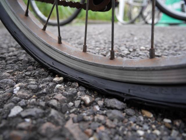 自転車タイヤのパンク修理、修理費の相場ってどのくらい?