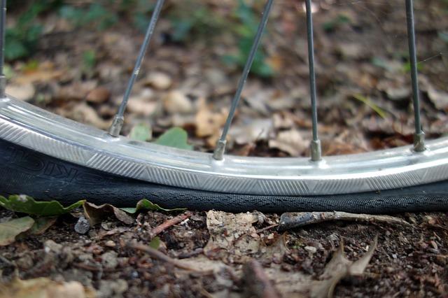 ロードバイクのタイヤがパンクした!修理はどうする?