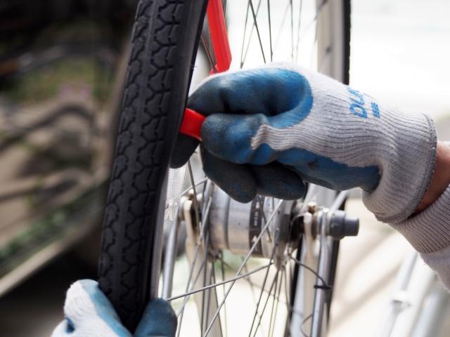 ロードバイクのタイヤに傷が付いた!修復か?それとも交換?