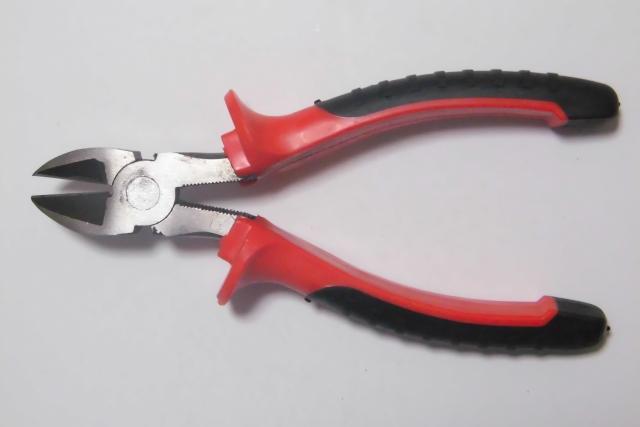 鉄などの金属を切断するには?自転車に使う工具と使い方!