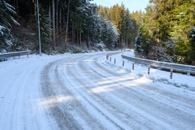 冬の道路のアイスバーン!自転車用チェーンなどを使うべき?