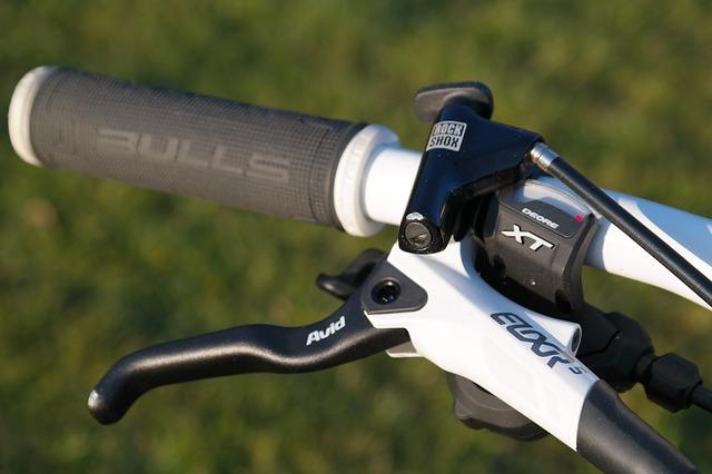 自転車の右ブレーキレバーは前後どちら用?ブレーキの掛け方