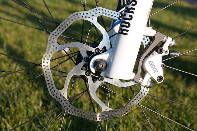自転車のディスクブレーキは異音が付き物?鳴き止め方法は?