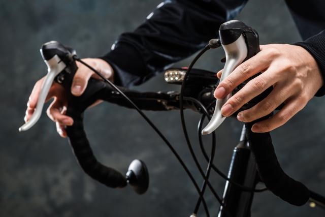 トレックのクロスバイクはハンドル幅が広い!対処法は?