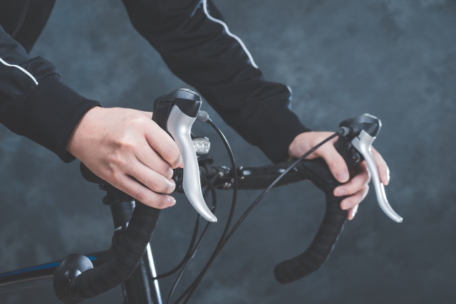 ロードバイクのハンドル幅の適正はどのくらい?