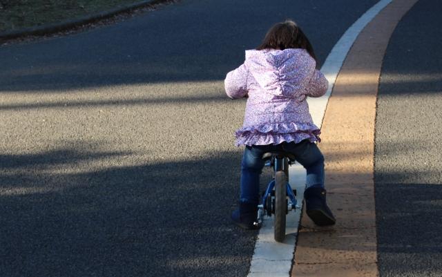 ストライダーは2歳の女の子でも「アリ」と言えるのか?