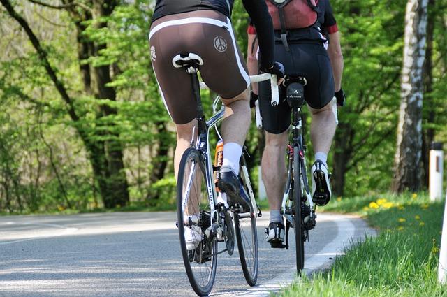 自転車にサドルバッグを固定するにはどんな方法があるか?