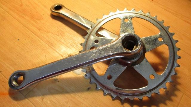 スギノのクランクは重量が軽く目的に応じて使い分けができる